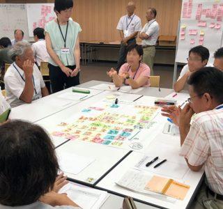 教育現場での働き方について、現状と対策を熱心に話し合う小・中学校の先生方