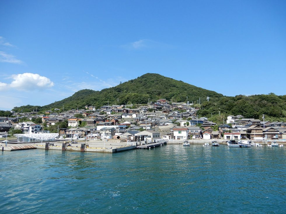 男木島のうろこ状に連なる街並み