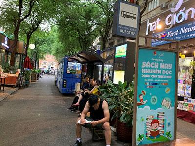 バス停を模した休憩スペース