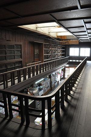 上川原 江戸時代創業の老舗書店