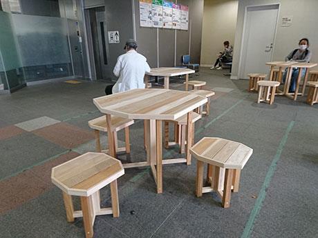 区役所で活用されているイス・テーブル