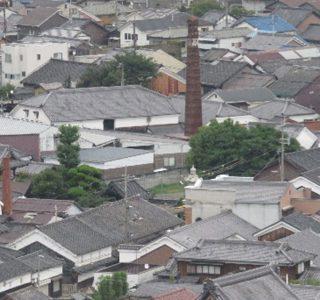醤油醸造の煙突が残る龍野の町並み