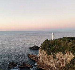 夜明けの足摺岬灯台(撮影 竹内和巳)