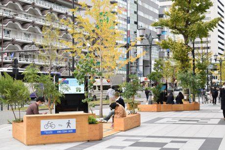 拡幅した道路空間の休憩施設