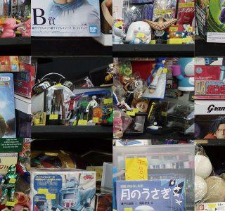 神戸モトコーで見つけた店先のディスプレイ(撮影 坂井信行)