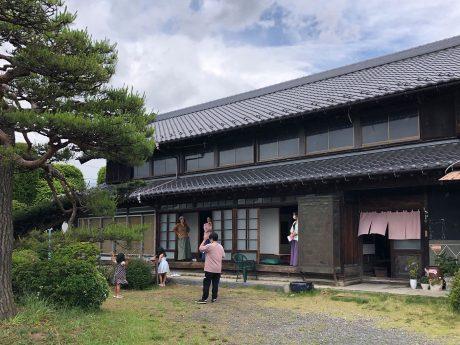 庭と縁側のある大きな古民家