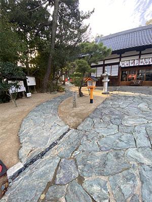 (4)拝殿の左手奥に続く「歌枕展望広場」へのアプローチ